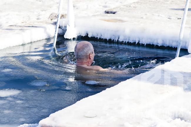 В Москве организуют 59 крещенских купелей