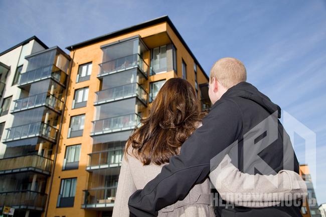 Максимальное количество операций с жильем совершают потребители в возрасте от 28 до 60 лет