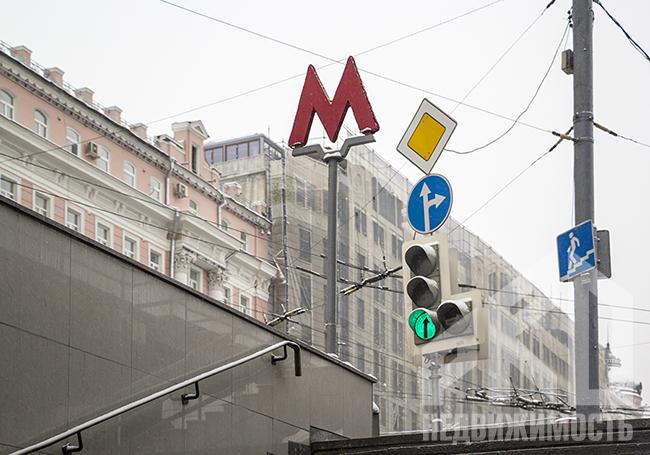 На 8 станциях метро заработают стойки для вызова такси