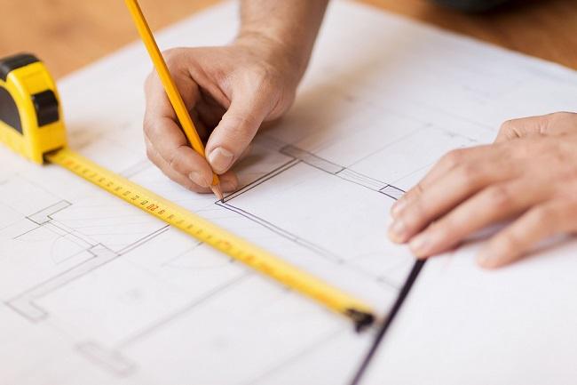 При создании плана-чертежа мастерской следует учитывать все возможные нюансы, начиная от размеров постройки и заканчивая расположением осветительных приборов