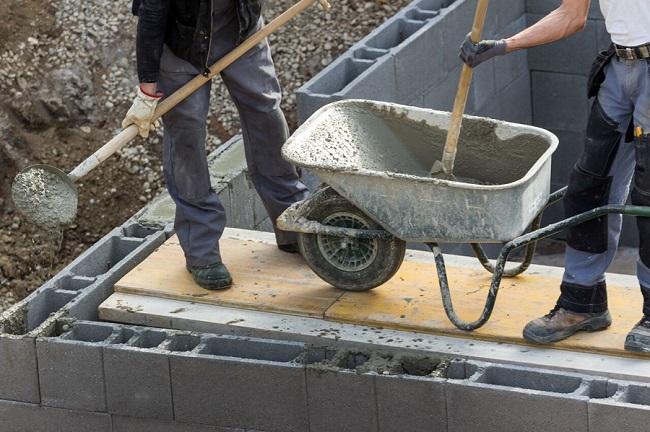При постройке мастерской очень важно возвести качественный и надежный фундамент