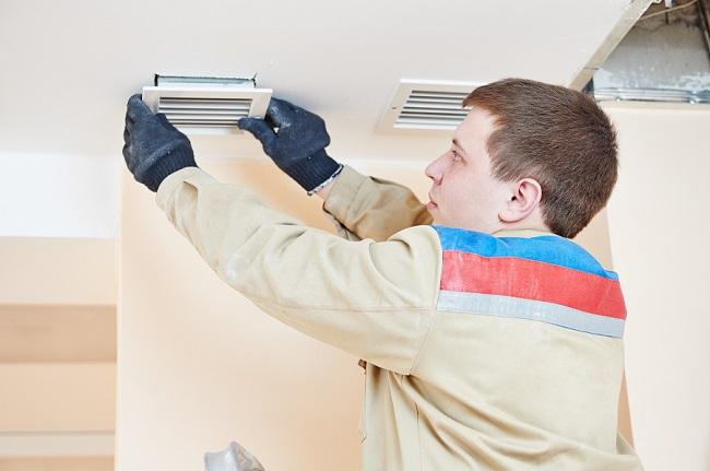 Монтаж вентиляции нужно проводить аккуратно, а оборудование подбирать в соответствии со спецификой и конструктивными особенностями дома